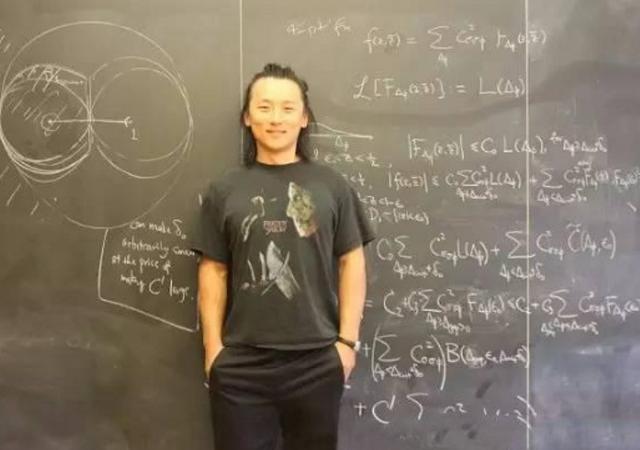 24岁哈佛大学教授尹希多次申请无法回国美方他自愿留下的