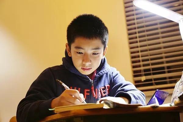 小学入学年龄限制放宽按年限不按月份入学教育部回应来了